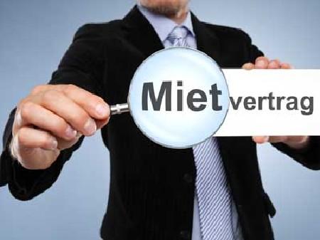 Mietvertrag unter der Lupe © N-Media-Images, Fotolia.com