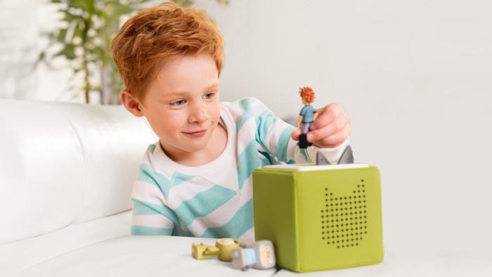 Junge spielt mit Tonie-Box © www.tonies.de