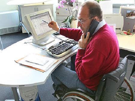 Mann im Rollstuhl © Gina Sanders, Fotolia.com