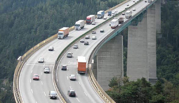 Europabrücke mit LKW © WestPic/adobe.stock.com