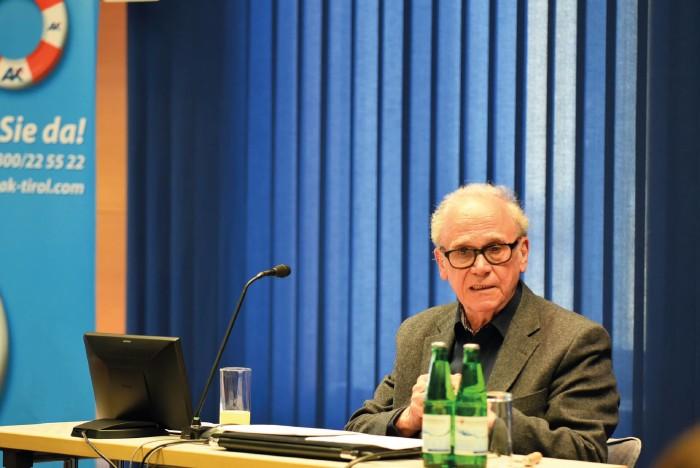 Prof. Emmerich Talos in der AK Tirol © AK Tirol
