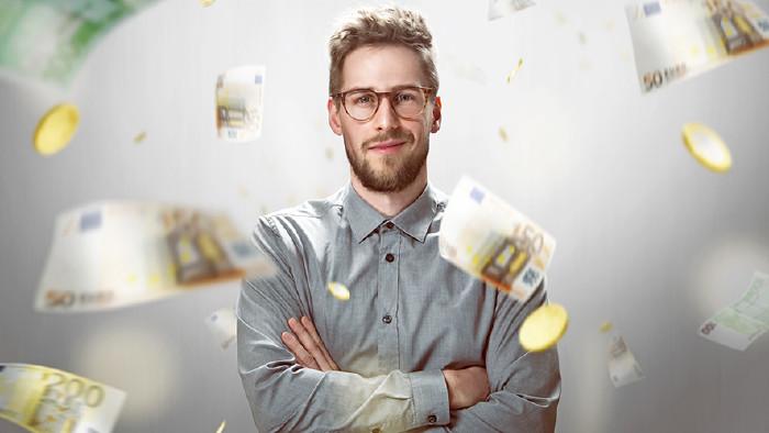 Mann im Geldregen © lassedesignen/stock.adobe.com