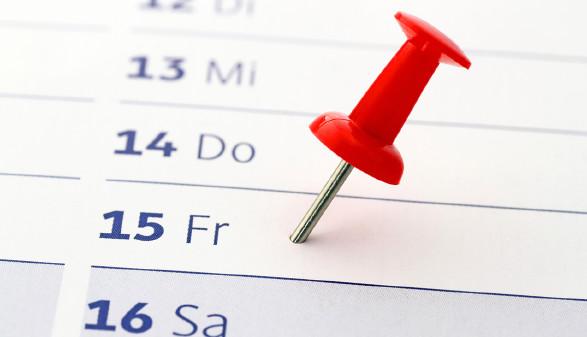 Pin steckt im Kalender © Schlierner/stock.adobe.com