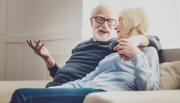 älteres Paar unterhält sich © zinkevych/stock.adobe.com