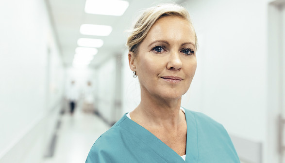 Pflegerin in einer Klinik © JakobLund/stock.adobe.com