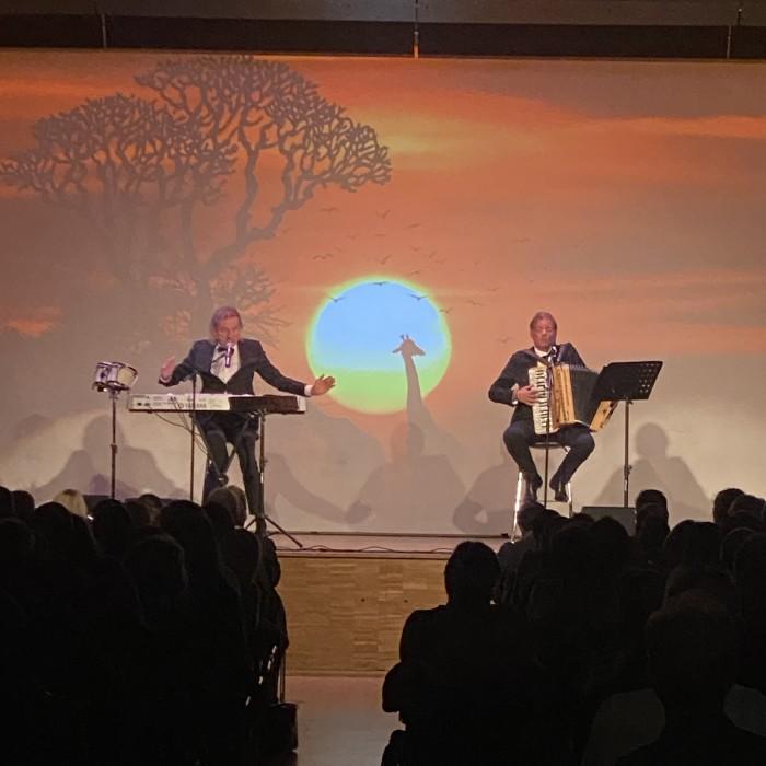 Die AK Comedy präsentiert: linder und Trenkwalder auf musikalischer Welt-Tournee. © AK Tirol