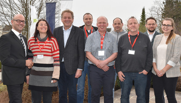 AK Direktor Pirchner und AK Präsident Zangerl mit den Tiroler Teilnehmern und biwest-Team. © AK Tirol