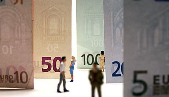 Geldscheine Menschen © Thomas Weißenfels, fotolia.com