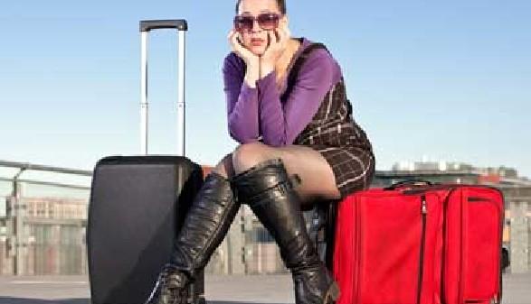 Frau mit Koffern © Zoe, Fotolia.com